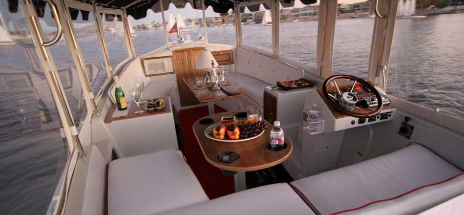 båtcharter i eldriven vattenlimousin